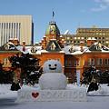 写真: 道庁赤レンガ庁舎と雪だるま 2008.2