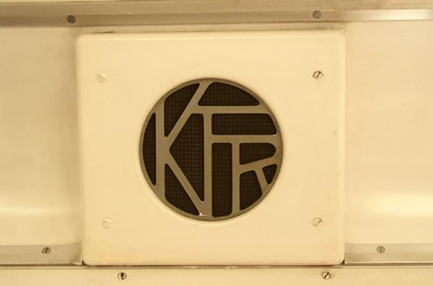 K.T.R.のロゴが入ったスピーカー