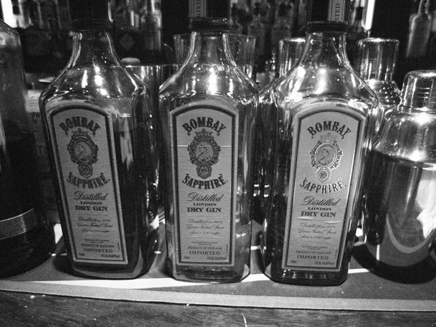 写真: ボンベイ・サファイア・ジンのボトル