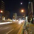 写真: 両国の月