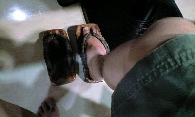 今夏の足は
