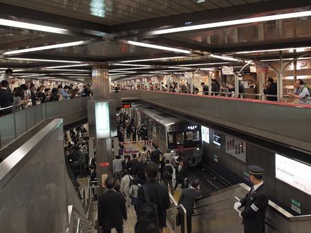 9000形デビューのセレモニー 千里中央駅