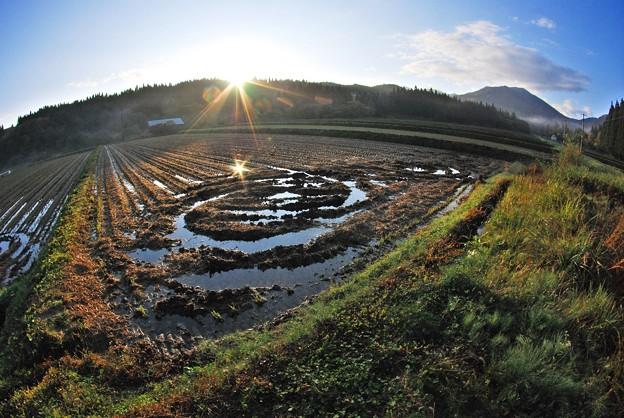 神室山と朝日