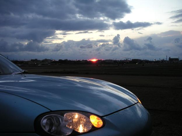 ロードスターと夕日