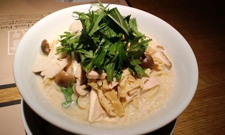 蒸し鶏ときのこ、油揚げ豆乳味噌スープパスタ@鎌倉パスタ