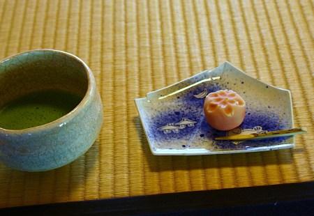 時雨亭で 抹茶と和菓子
