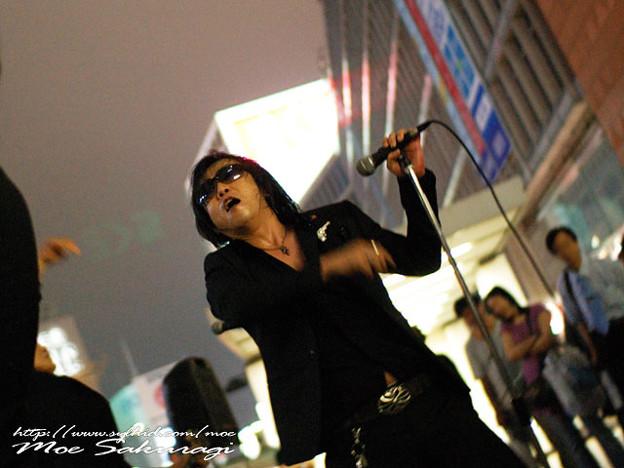 写真: Z旗 新宿西口路上ライブ