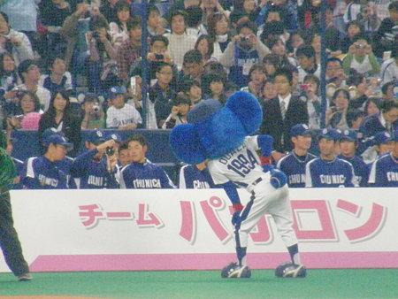 061 中田カメラマン、ドアラをモデルに