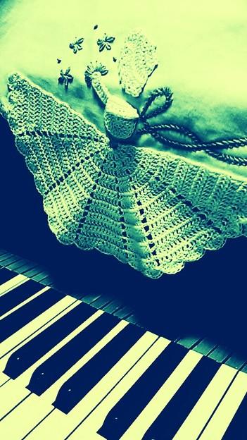 鍵盤と少女・色違い