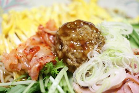 総菜の肉団子をトッピング