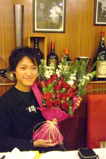 写真: 花束贈呈