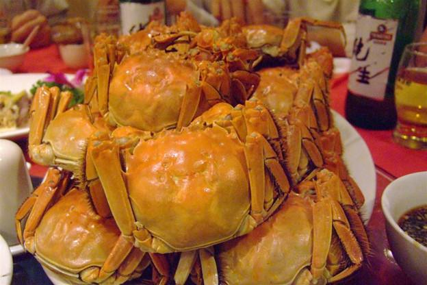 写真: 山盛りの上海蟹