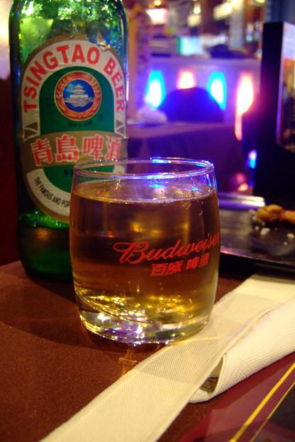 写真: ビールは青島