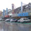 写真: 蟹レストランが並ぶ通り