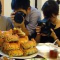 写真: 蟹撮る人々