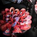 写真: 刺繍入りの小さな靴