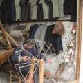 写真: 昔ながらの糸車