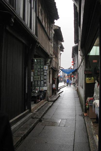 写真: 路地裏の風景