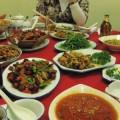 写真: 数々の四川料理が並ぶ