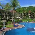 写真: ホテルのプール