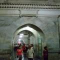 写真: 総大理石のアーチ