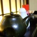 写真: 醤油や薬味が並ぶ