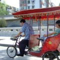 写真: 軽快に走る輪タク