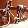 写真: 溶けかけた自転車
