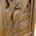 写真: 彫り物の施された椅子