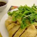 写真: 蒸し鶏とタレ