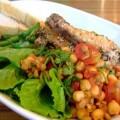 写真: 豆とチキンのサラダ