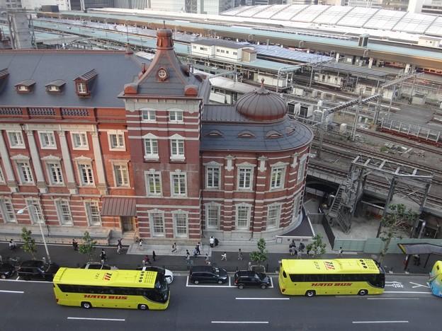 Photos: 丸の内駅舎とはとバス