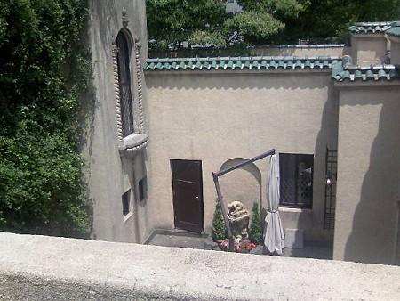 2階から中庭を