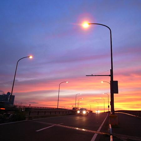 夕染の車道