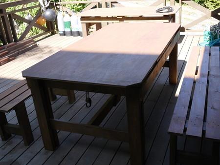 奥にもテーブルがあるので、これでいっぱい宴会出来ますね!