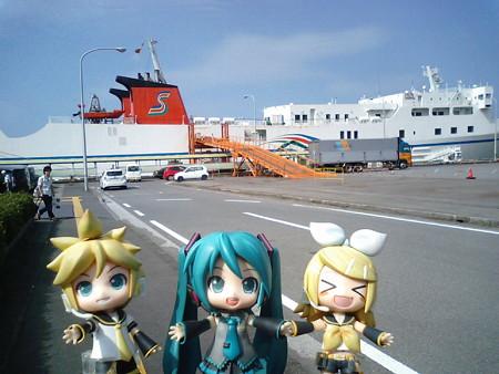 レン:「フェリー下船すた!!」 リン:「九州大陸に上陸ったーーー♪...