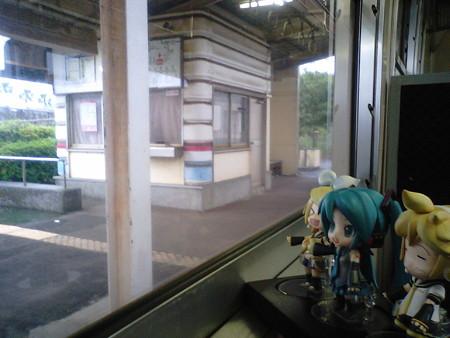 運動公園駅に停車。 リン:「さあ運動しに行きましょう!!」 ミク:...