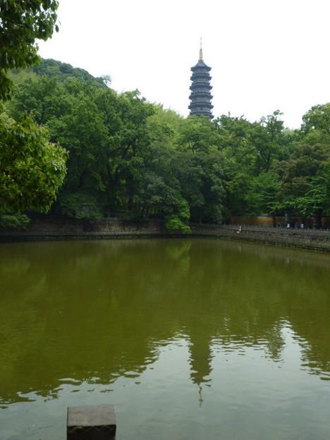 猿沢の池は五重の塔、これなる池は千仏塔 Water reflection of tall Pagoda