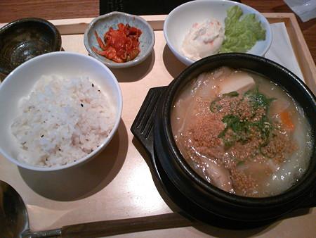 銀座マロニエゲート 韓式料理いふう 国産豆乳の豆腐チゲ定食