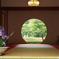 写真: ハナショウブと丸窓の風景!140607
