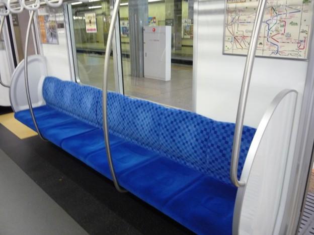写真: 西武30000系の座席