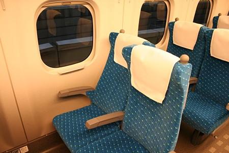 N700系の座席(リクライニング状態)