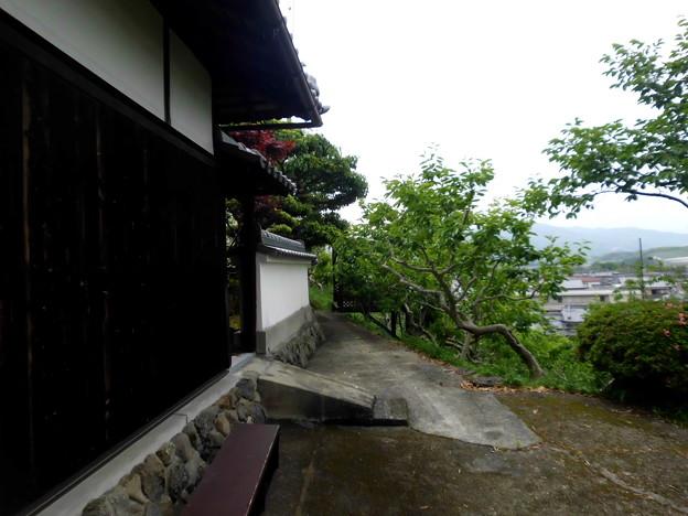 古道と白壁の家・1