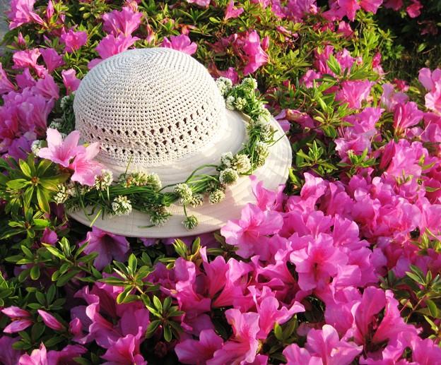 作りかけの花飾り on ツツジロード(びんご運動公園)