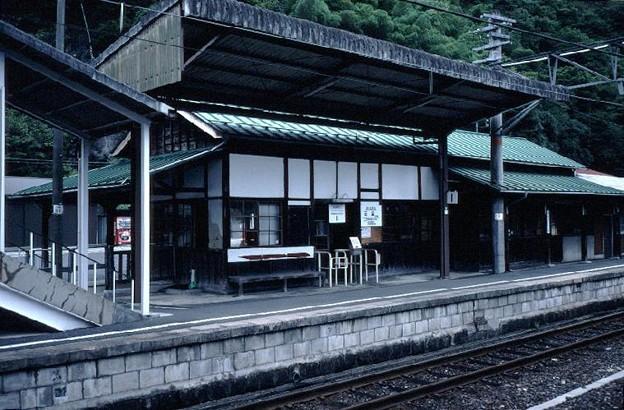 駅本屋(ホーム側,JR芸備線備中神代駅,1998/9/23)(s106-19)