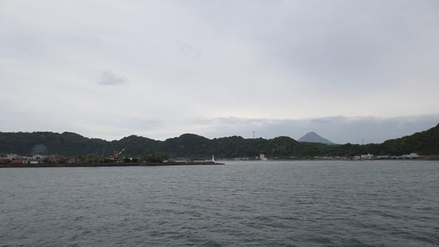 山川港と開聞岳