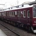 写真: 阪急電鉄8000系 普通列車神戸三宮行き