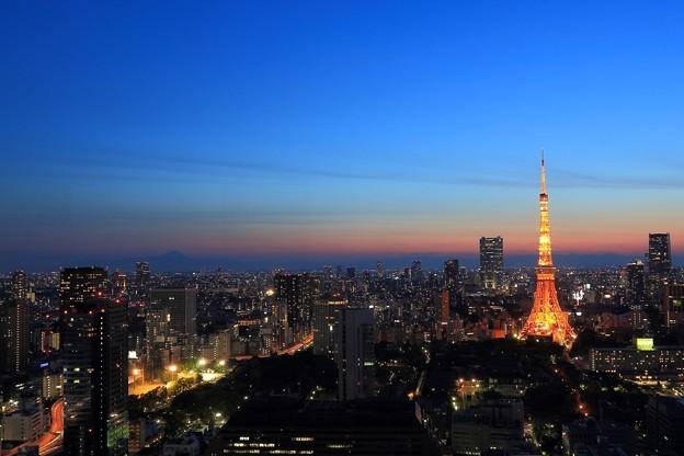 写真: 夕暮れ時 ~東京タワーと富士山~