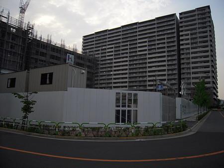 東京フロンティアと建設中の新小学校(2008/7)3